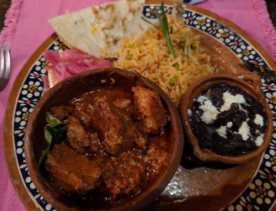 Los Tres Gallos: Roasted pork (pibil)