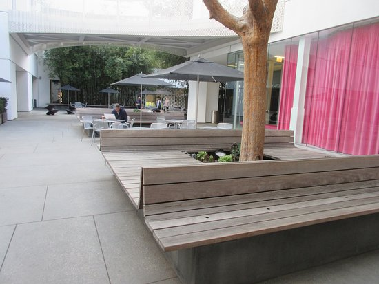 Hammer Museum: Open space on first floor