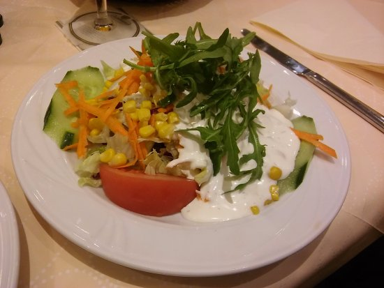 Offenbach, Germany: Good value salad with the steak