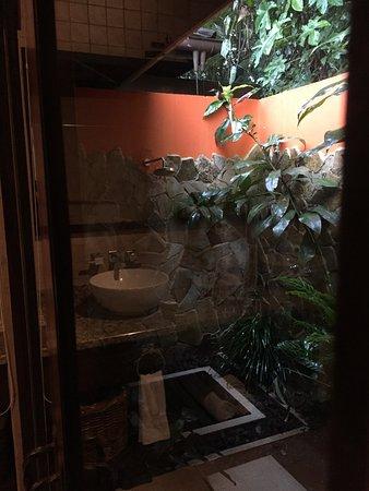 Rio Celeste Hideaway Hotel: Douche extérieure (en plus de la SdB)