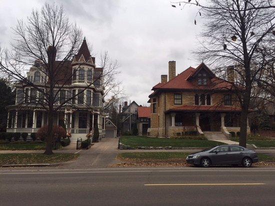 Summit Avenue: Mansions on Summit