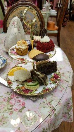 Lauderhill, FL: Tomato soup, Spinach quiche, and Buckingham palace tea. The tier bottom tier was the 5 sandwiche