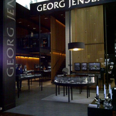 Kastrup, Dinamarca: The Georg Jensen shop in CPH