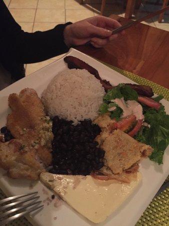 H&B Lodge and Restaurant: Casado poisson