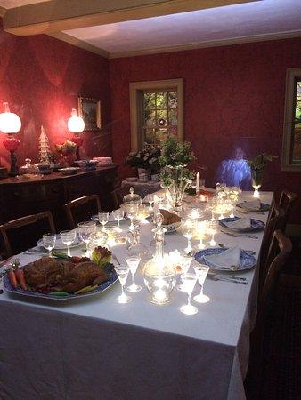 Sandwich Glass Museum: Dining room w/lights