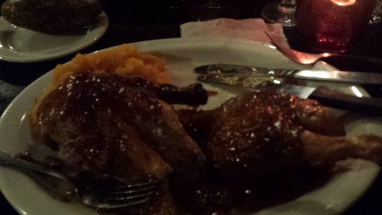 West Springfield, MA: Duck covered in a sauce that made the skin like mush