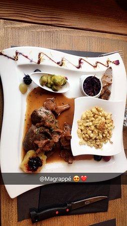 Veysonnaz, Switzerland: Les médaillons de chevreuil... Juste parfait ! La viande est tellement tendre c'est du beurre...