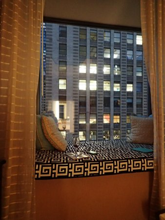 Kimpton Hotel Monaco Chicago: Window Seat at night