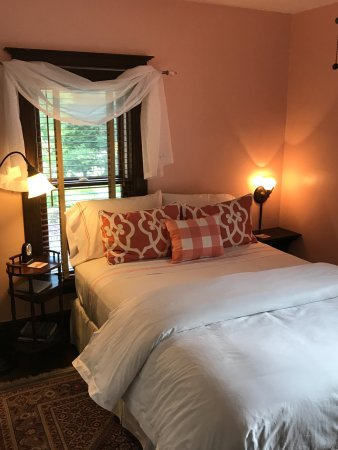 Douglas, MI: Rose Room - Sherwood Forest B&B
