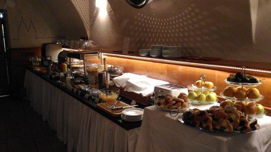 Little Quarter: Завтрак в подвале:)