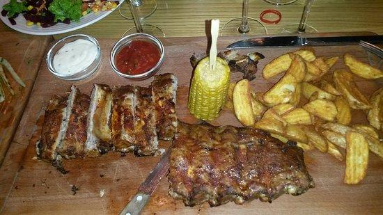 Kuens, Italia: мясо потрясающее, гарнир не хуже.. от картофеля невозможно оторваться!