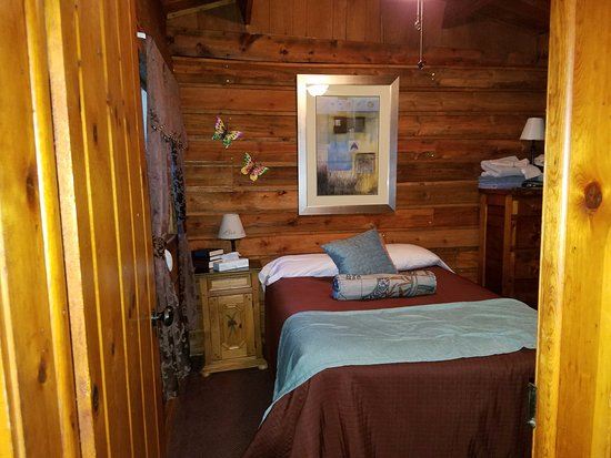 Cottonwood Hot Springs Inn & Health Spa : Cabin 2 with 2 Full Beds side by side