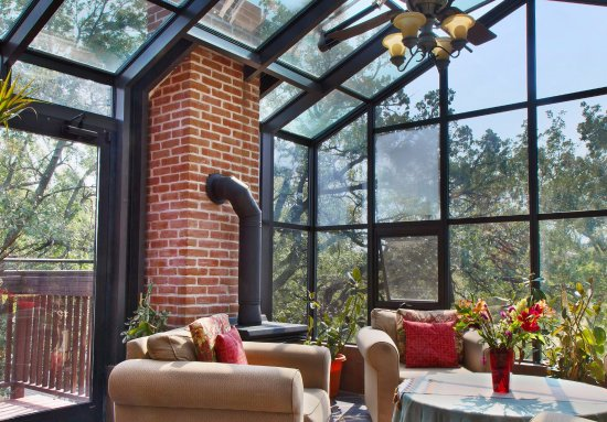 Thorwood Rentals and Retreats : Sunny solarium on top floor penthouse