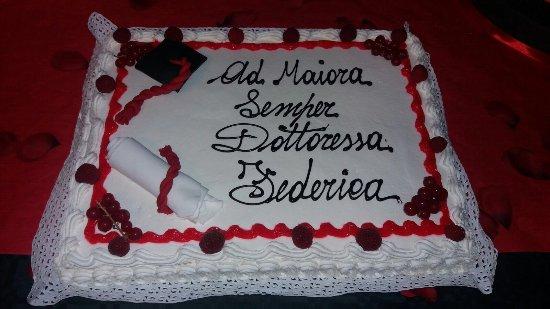 Torta di laurea picture of pasticceria venere turin for Decorazioni per torte di laurea