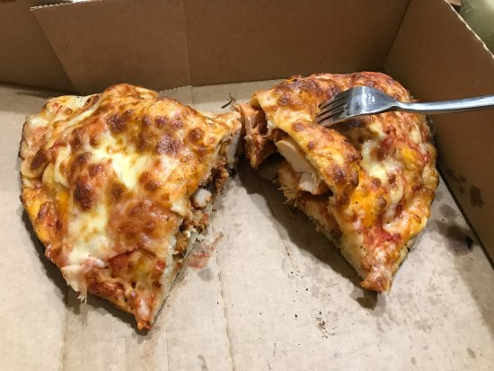Fochabers, UK: Feed the family with one calzone pizza :-)