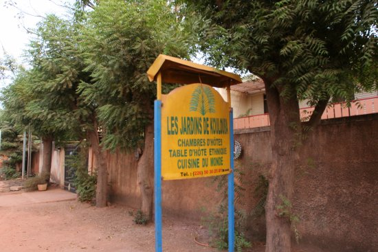 Les jardins de koulouba b b reviews ouagadougou for Enseigne exterieur