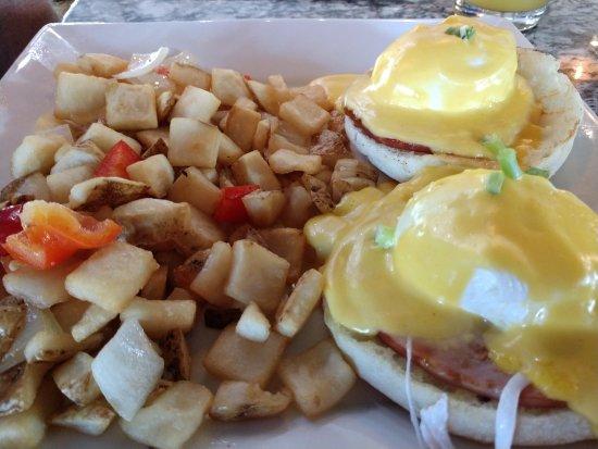 Rowlett, TX: eggs benedict