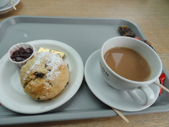 Melksham, UK: Scone and tea