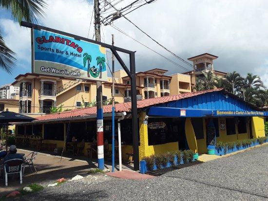Clarita's Beach Hotel: The bar on the beach