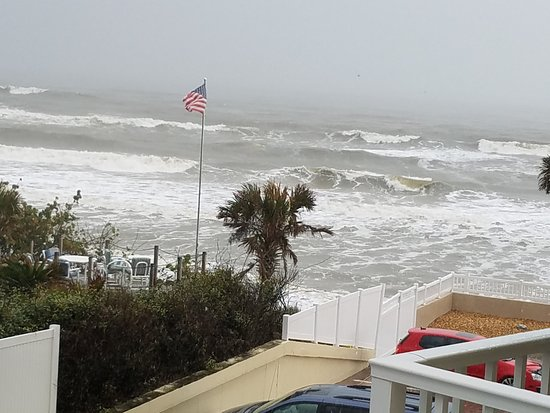 The Cove on Ormond Beach: Choppy ocean