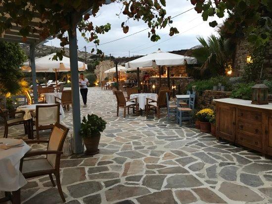 Villa Marandi Luxury Suites: Bar, dining and pool area.