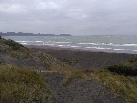 Kawhia, New Zealand: beach where you dig for hot water
