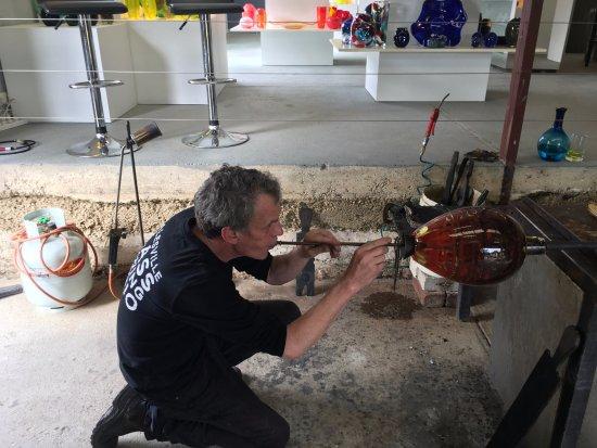 Healesville, Avustralya: Inflating the glass