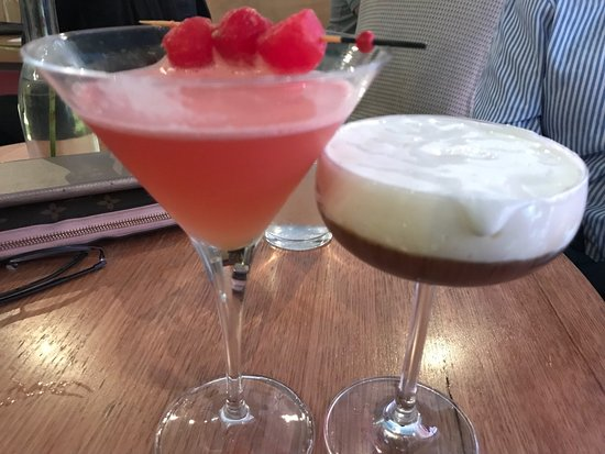 Windsor, Australia: Cocktails were so beautiful and the 2nd pic is of the dessert sharing plate. All I can say is WO