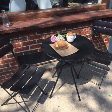 นาติค, แมสซาชูเซตส์: outdoor seating
