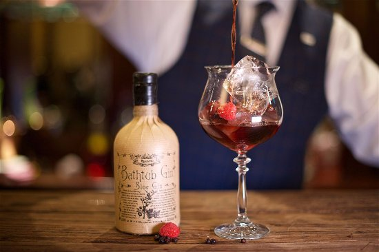 Monaghan, Irland: The One That Me Famous! Bathtub Sloe Gin Served With Fresh Berries