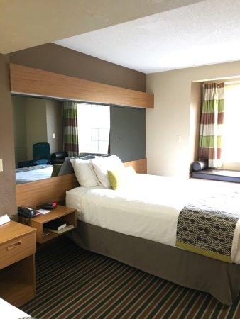 Microtel Inn & Suites by Wyndham Pigeon Forge: photo1.jpg