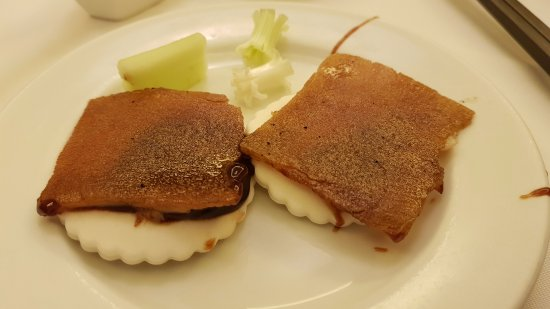 Min Jiang Goodwood Park Hotel: Suckling Pig