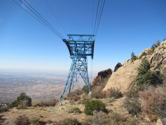 Sandia Peak Tramway: Approaching one of the two support towers