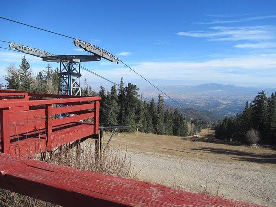 Sandia Peak Tramway: Ski area at top
