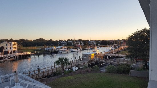 Shem Creek Inn: 20171024_182658_large.jpg