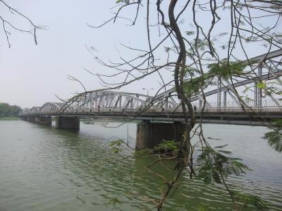 Truong Tien Bridge : 大きい