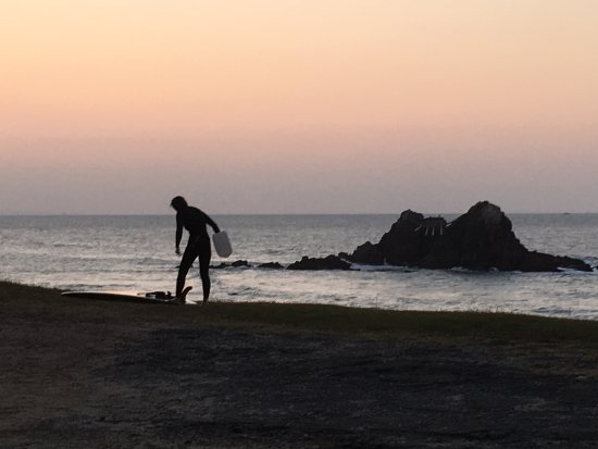 Shima Sunset Road : Sunset surfers