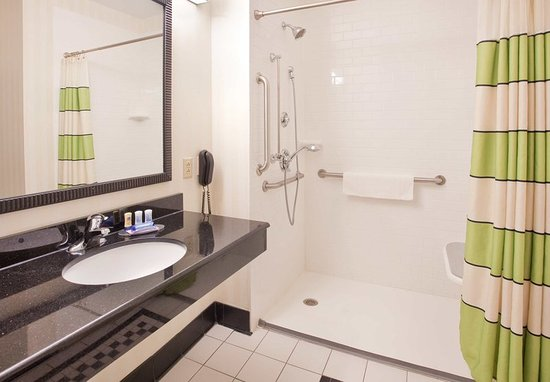 Grand Island, NE: Accessible Guest Bathroom