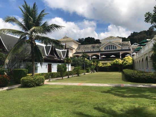 Sofitel Krabi Phokeethra Golf & Spa Resort: Отличный очень зелёный отель с шикарными завтраками