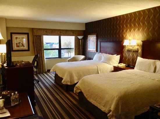 Hampton Inn Boston-Natick: Room from entry door