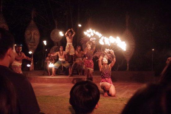 Mara River Safari Lodge : 夜間火舞秀