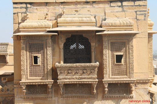balcony picture of salim singh ki haveli jaisalmer