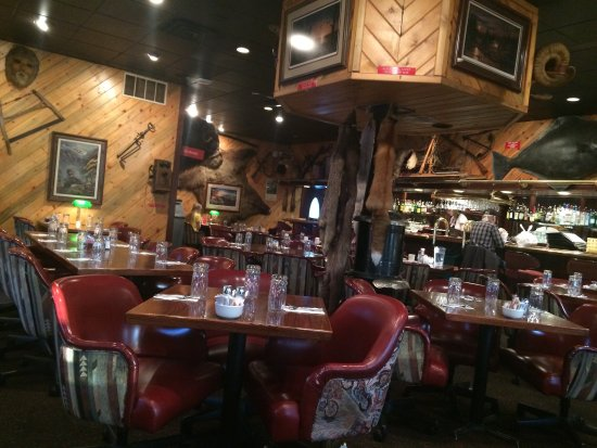Ambiente muy calido e intimo del restaurant Louie's de Kenai