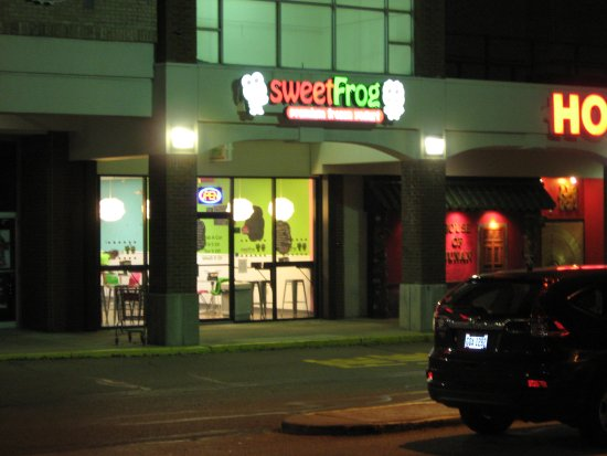 Fairlawn, OH: Exterior of Sweet Frog