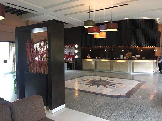 Holiday Garden Hotel: Hotel lobby