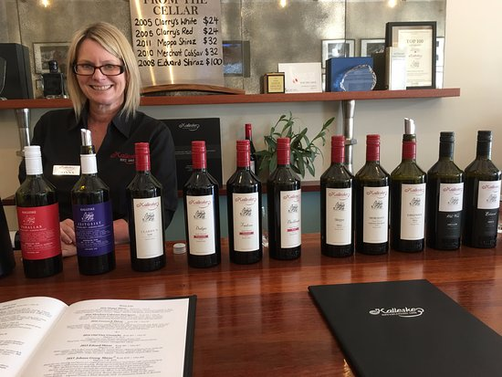 Greenock, Australia: Friendly Donna and the range of wines available for tasting