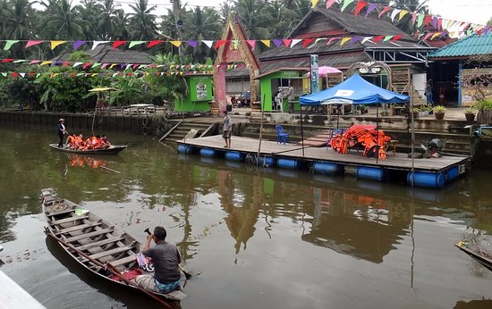 Surat Thani, Thailand: Boat tour at the floating market