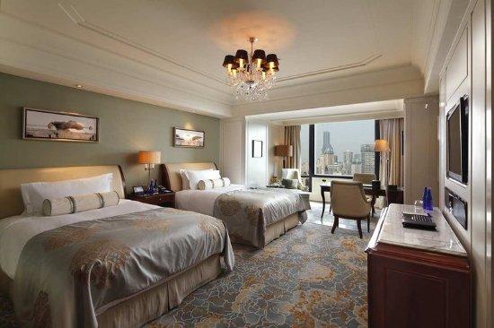 Waldorf Astoria Shanghai on the Bund: Deluxe Double Queen City View Room