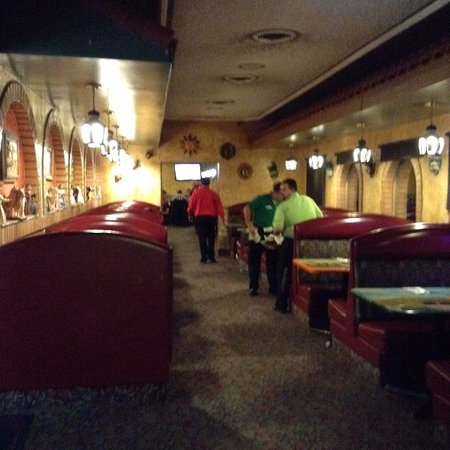 Tequila's Family Mexican Restaurant: Nice Dining area that leads to bar area