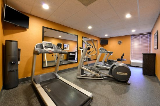 Crestwood, IL: Utilize our treadmill to get your morning started.